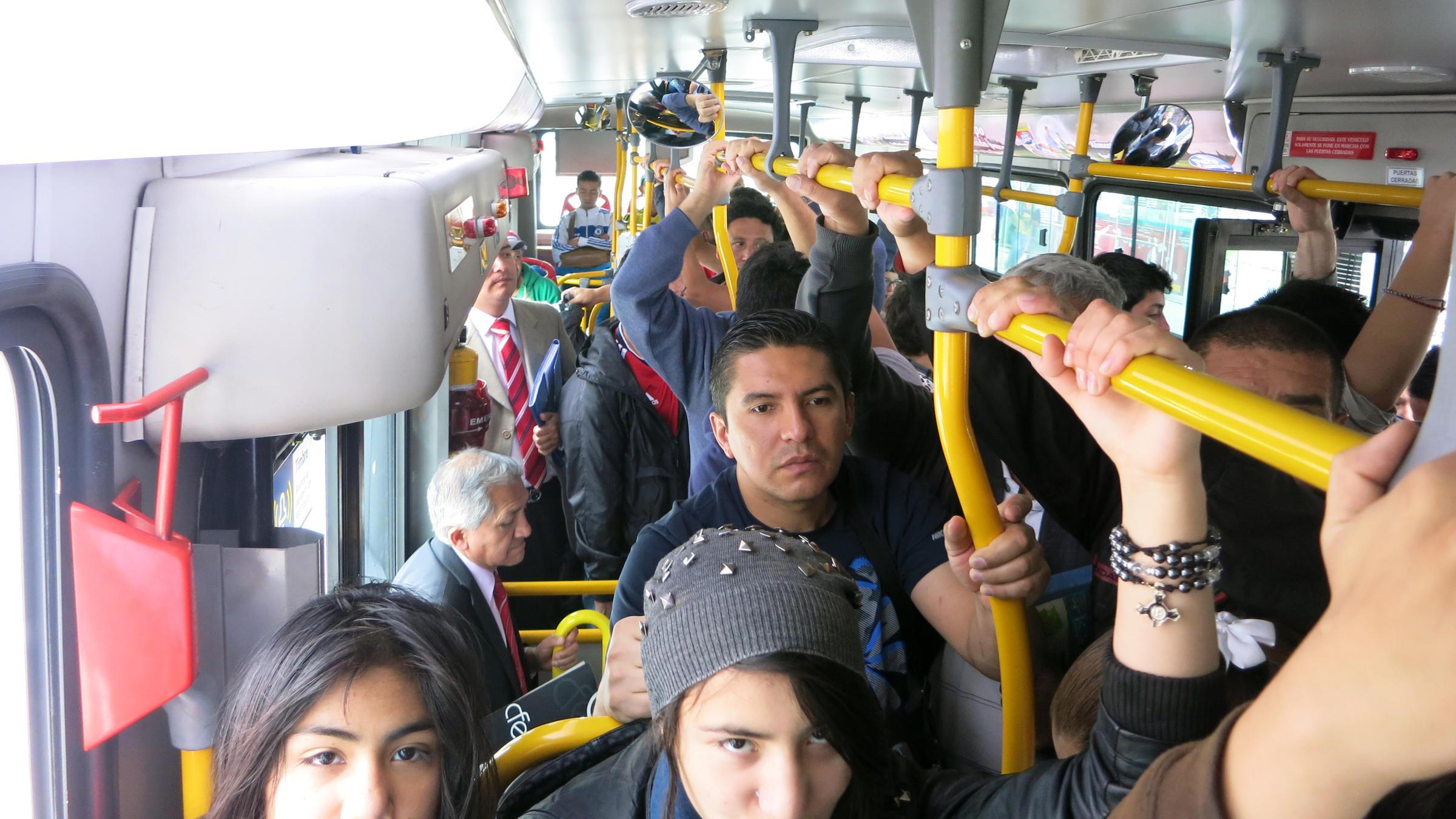 Трогают девушек в автобусе, Трогает девушку в автобусе. Лучшие. Смотри редкие 27 фотография